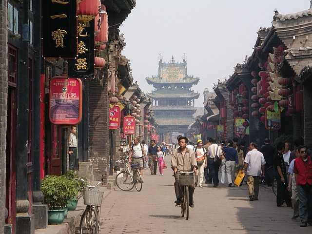 【経済】中国人の「爆買い」で日本人客離れ クレームが相次ぐ