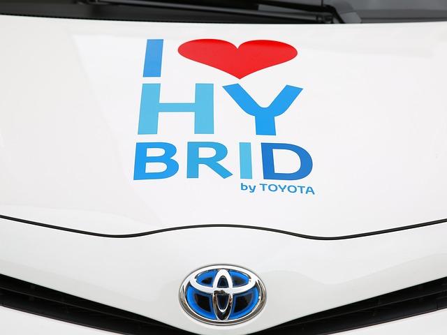 【クルマ】トヨタ、プリウスのSUV版「C-HR」世界初披露